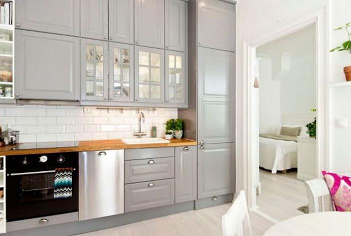 фартук на кухне серый серо белая кухня особенности дизайна для