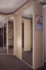 угловые шкафы купе в гостиную фото угловые встроенный угловой шкаф