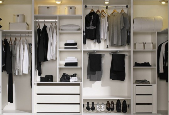 Открытые гардеробные системы фото. 50 Идей маленьких гардеробных ... 75b0e198b12